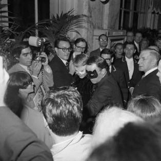 searchamelia.com: Truman Capote's famous 1966 Black and White Ball