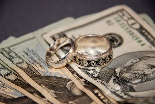 Marriage & Money: A Balancing Act