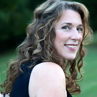 Beth Nielsen Chapman Performs at Burns Hall
